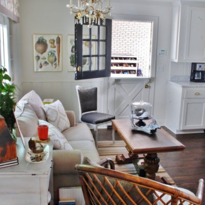 Host & Host Home Tour: Breakfast Nook/Sitting Area