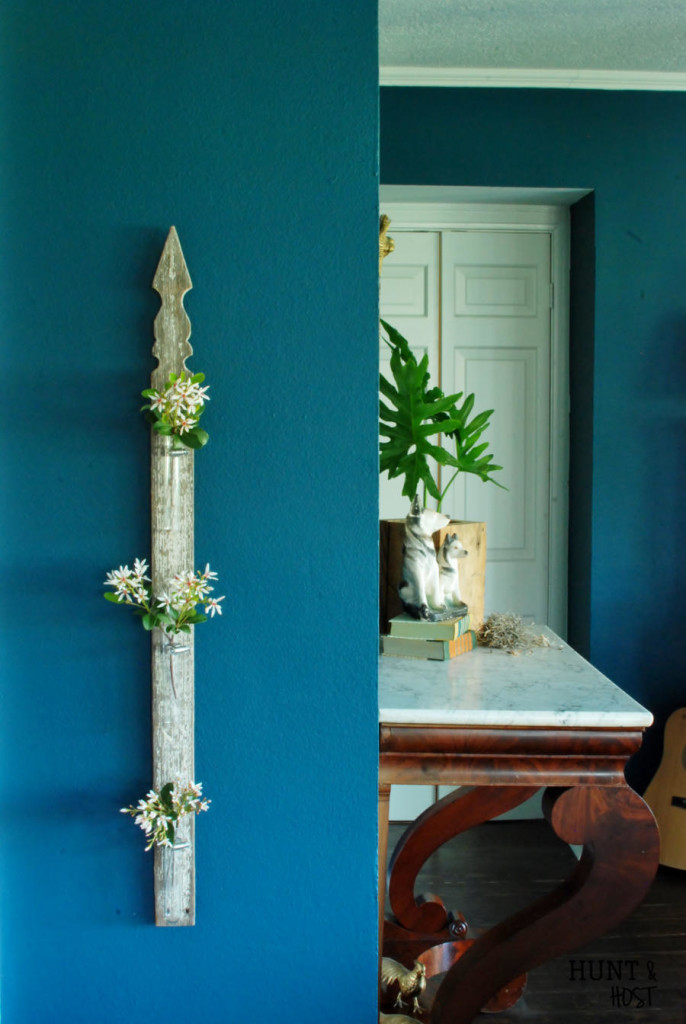 Add fresh farmhouse décor with this five minute farmhouse project. Made from a reclaimed fence picket, this flower vase display is a cinch to make. #farmhousefriends www.huntandhost.net