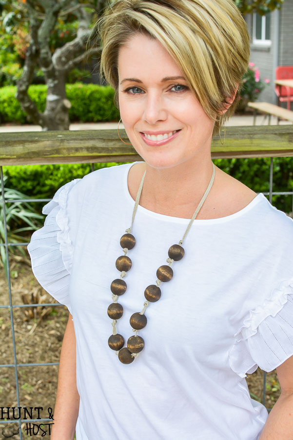 Make your own jewelry with dollar store supplies. These DIY dollar store jewelry ideas will get you stylish in a flash for any budget. You HAVE to see these cute accessory ideas from the dollar tree!