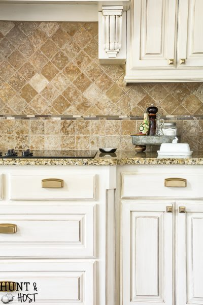 Kitchen hardware installation tips to make your spec house kitchen look amazing. #hardwareinstal #protips #kitchencabinets #kitchenpulls #brasshardware