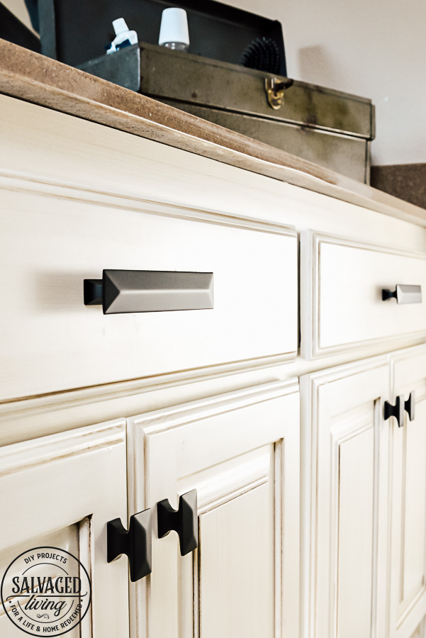 Get a free art print, perfect for a boy's bathroom or bedroom. This bathroom is full of great decorating ideas, especially updated hardware, wall treatments and shower curtain ideas! #boysbathroom #rustichardware #cabinethardware #rusticcabindecor #smallbathroomdecor #bathroomdetails #hickoryhardware