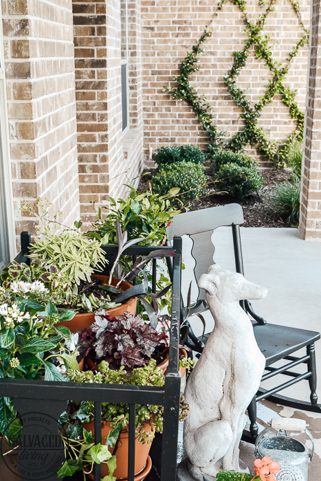 Here are some easy tips for porch decorating on a budget. You will gets great ideas for your patio decor plus some tips on how to use a paint sprayer on your patio furniture. #porchdecor #budgetdecorating #patiofurnituremakeover #garageslaemakeover #garagesalefinds #repurpose #howtopaintfurniture #wagnersprayer