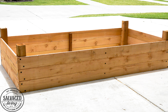 This DIY raised garden bed tutorial will give you step by step instructions on how to build a raised garden for your yard. If you have rock for soil, small living space or just want a movable garden this garden box is perfect for you. #raisedgarden #DIYwoodworking #gardening #flowergarden #vinatgegarden #raisedvegetablegarden #raisedflowerbeds #gardenideas