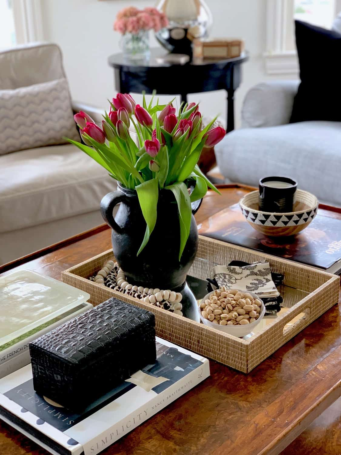 list of ideas to decorate your coffee table with ...
