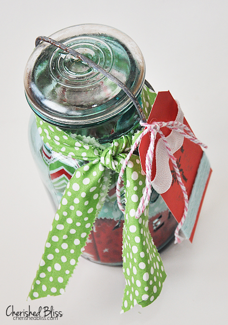 21 DIY gift ideas in a jar that are perfect for the holidays! Get a ton of great gift giving ideas for women on your gift list. Cute jar decor ideas and more are all here for your creativity to go wild. #jargifts #giftideas #masonjar #balljar #easyDIYgift