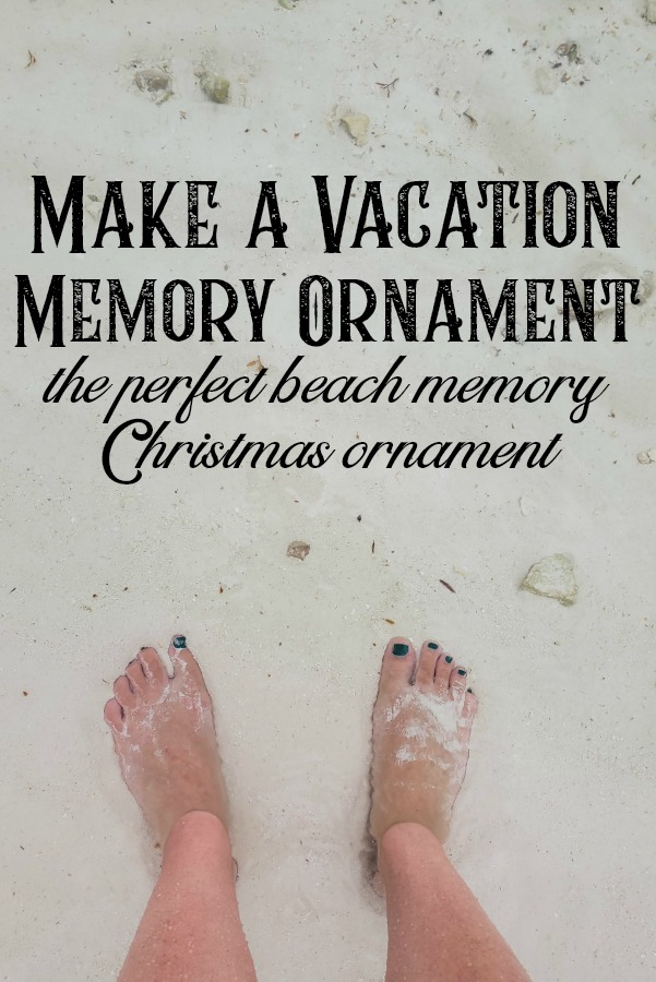 DIY vacation memory ornament for Christmas. This si the perfect Christmas ornament to make yourself and fill with your beach souvenirs like sand, shells, tickets and photos.  #beachmemory #thebeach #DIYkeepsakeornament #souvenirideas #homemadeornament #vacationmemory