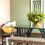 Learn how to paint rattan furniture for a quick and easy makeover. You can redo a room in an afternoon and this inspirational DIY rattan makeover will give you the tips and encouragement to make it happen! Grab your mismatched furniture and use paint to bring it all together! #furniturepainting #paintingtips #wickermakeover #rattanfurniture