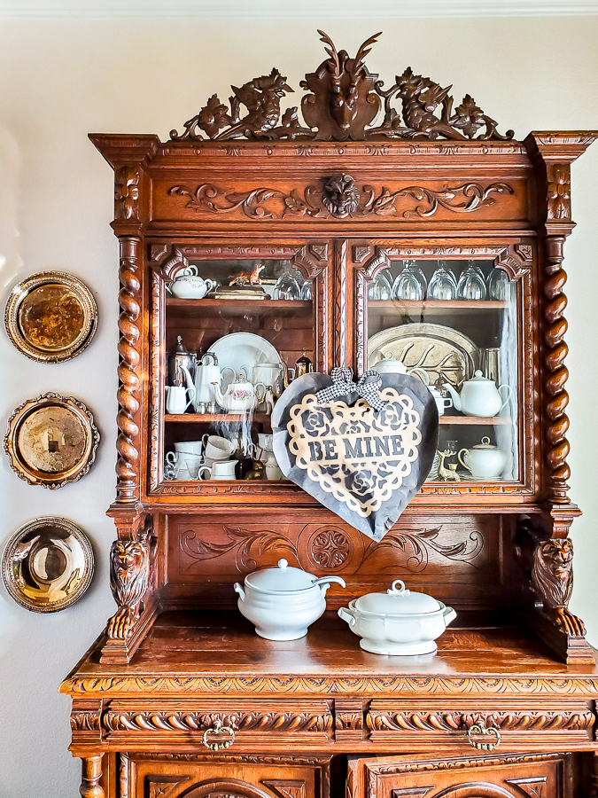 Quick and easy Valentines day decor idea from dollar store supplies. This sweet farmhouse style decor item is gorgeous and only takes a few minutes to make! #valentinesdaydecoridea #dollarstorecraft #dollarstoredecor #valentinesdaydecordollarstore