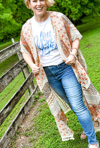cute fashion over 40 for summer outfit ideas you will love if you are in the over forty club! Great graphic tees that pair well with jeans and a kimono for a classic summer outfit you can wear with confidence! #outfitideas #plussize #over50 #over40 #summeroutfitideas