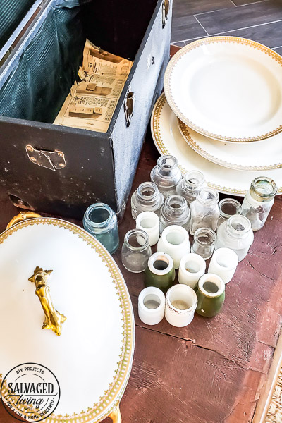 how to get the smell out of old things and vintage finds. This complete list of ideas on how to get the musty smell out of boxes, books, trunks and furniture will help you eliminate odor from your antiques and thrifted finds. #cleaningtip #furnituretip #oldstuff