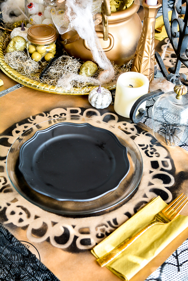 Create a fun Halloween tablescape with dollar stores supplies with these great Halloween decorating tutorials that are budget friendly for your holiday decorating! #halloweentable #dollarstoreHalloween #budgetHalloweenDecor