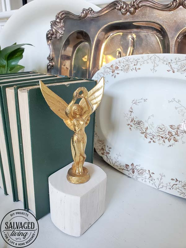 Learn how to make DIY scrap wood book ends with vintage finials. These book end DIY ideas are perfect for your budget home decor, make them fit your style, from farmhouse to modern vintage. #scrapwoodproject #bookendidea #trophyproject #bookshelfdecor