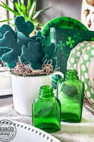 Make an easy DIY shamrock out of felt for your St. Patrick's Day decor! #st.PatricksDay #DIYShamrock #Shamrockcraft #fourleafclover