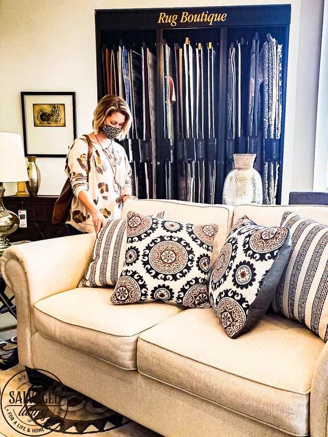 Picking out a new sofa can be hard, here are my best tips on selecting the perfect cozy living room couch for your home. Plus I will show you some beautiful cozy sofa choices for you to choose from! #roomstogo #myroomstogohome #RoomsToGo30 #cozylivingroom #couch #cozysofa #cozyhome