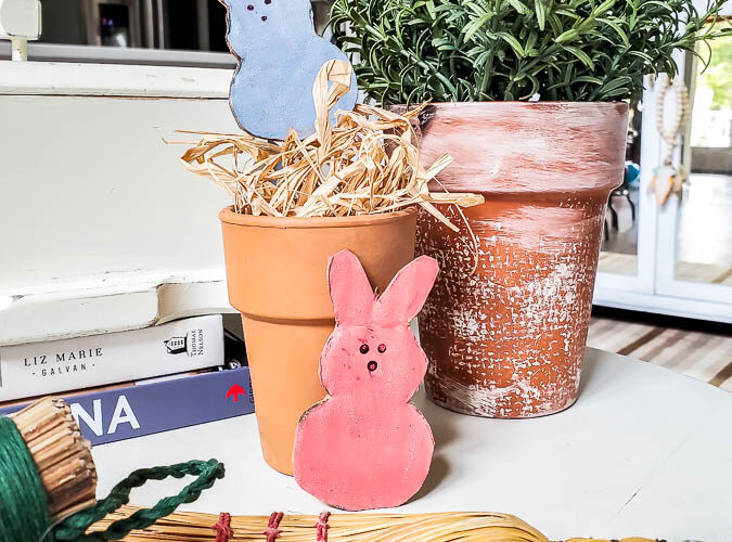 Free pattern to cut out your own Peeps bunny Easter decor. This is the perfect cardboard craft for Easter. Free pattern comes in multiple sizes so you can make peep garland, peep tablesettings, name plates and more for fun Easter decorating. #peeps #easterdecor #cardboardcraft #budgeteaster