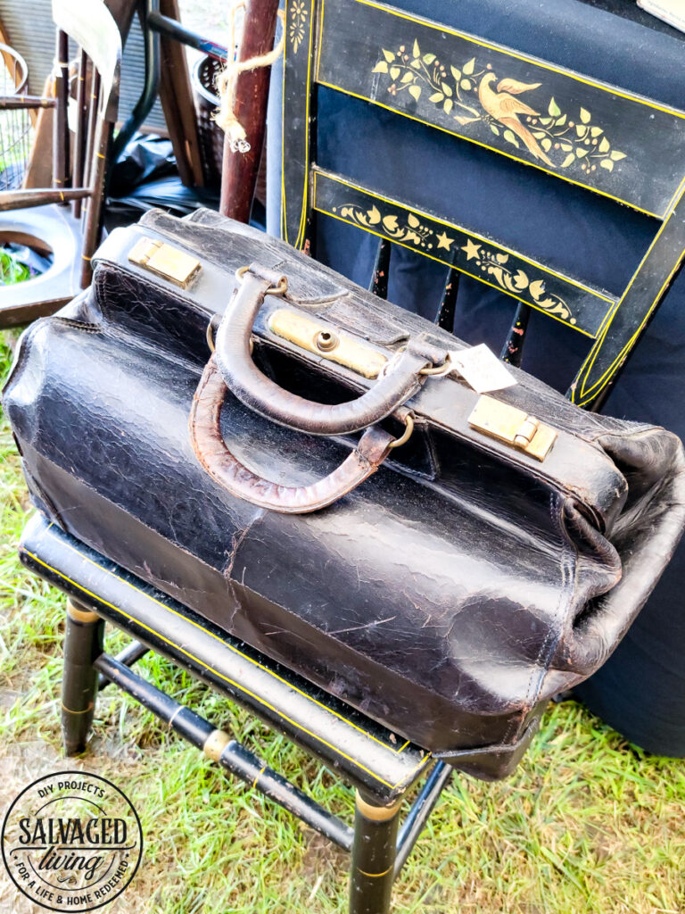 The vintage trends found at the Brimfield Antique Flea Market in Massachusetts. Be on the lookout for these vintage finds to use in your home decor. #vintagedecor #fleamarket #decor trends #vintagestyle