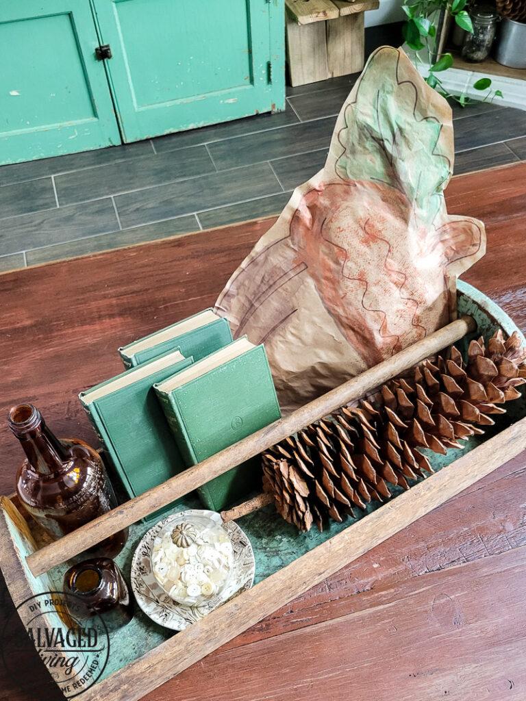 Use a dollar store felt acorn as a stencil for this easy fall coffee table decor. It's so simple to make budget-friendly fall decor. #dollarstorefall #falldecoratingideas #fallpainting #budgetfalldecor