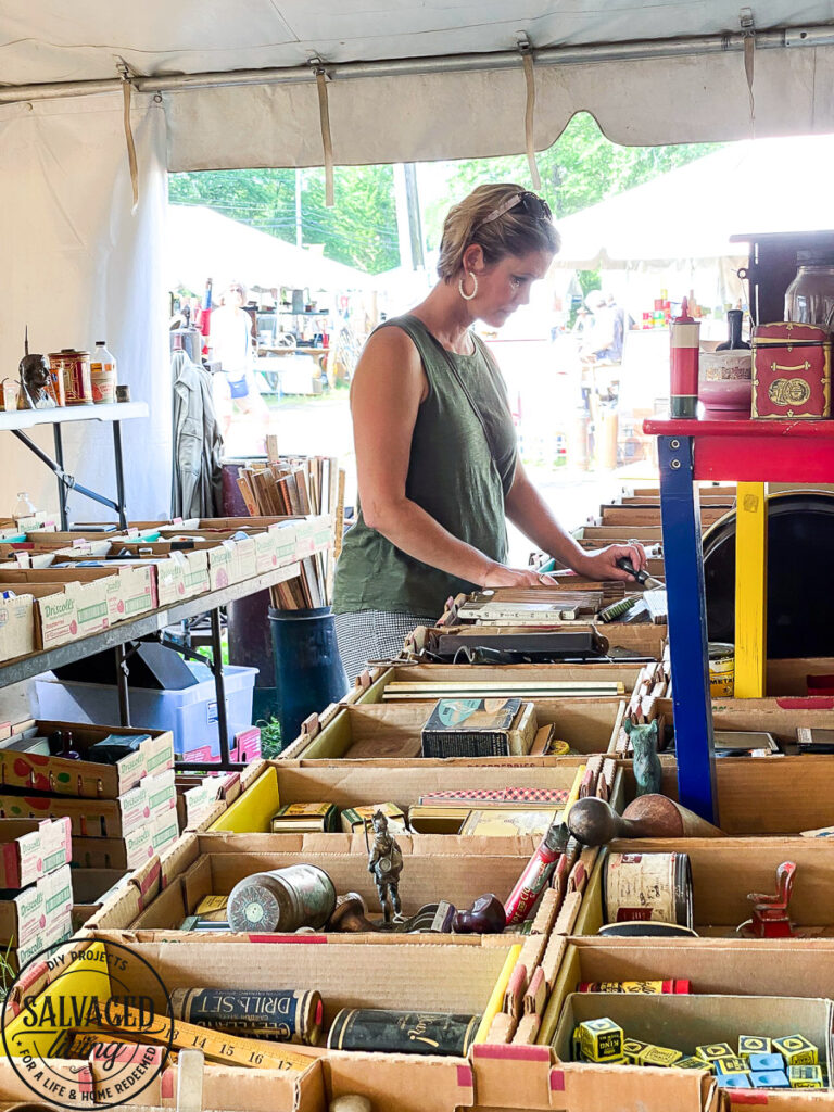 Thrift shopping at Brimfield Flea Market and a look at vintage trends that are on point for 2021 in home decorating. #trendalert #vintagetrends #thriftshopping #brimfield